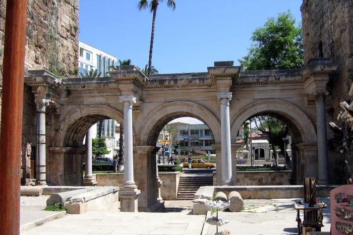 Погода в Анталии в ноябре - Ворота Адриана