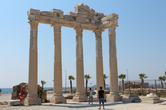 Сиде, Агора и храм Тюхе