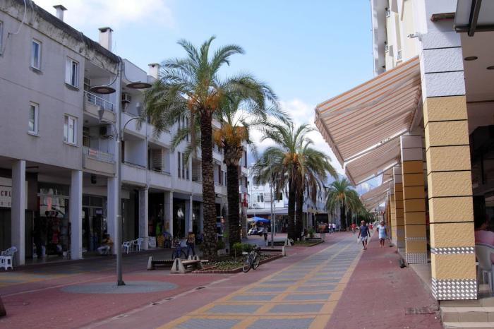 Погода в Кемере в декабре - Центральная улица города