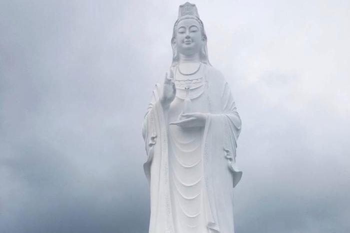Дананг, Статуя Женщины Будды