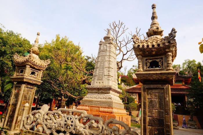 Нячанг, Пагода Лонг Шон