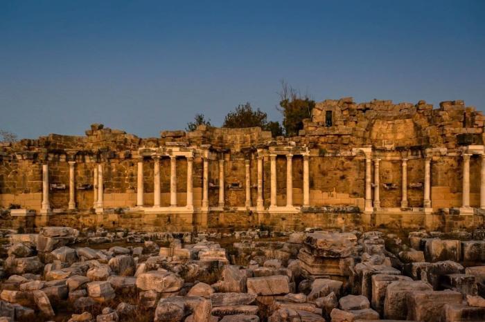 Что посмотреть на Сиде в октябре, монументальный фонтан Нимфеум