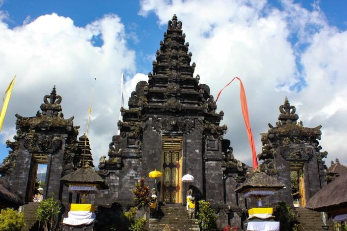 Индонезия, Храм Бесаких