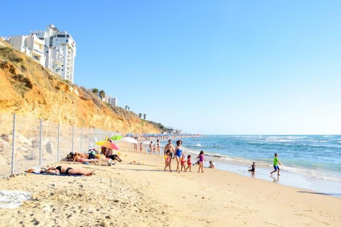 Где отдохнуть в августе за границей недорого