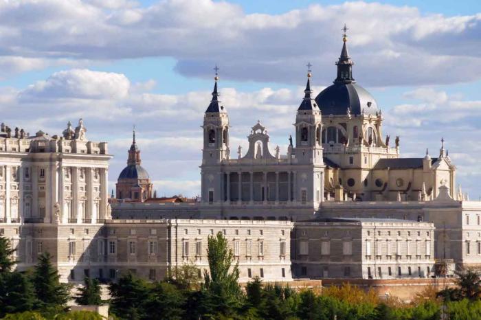Испания, Королевский дворец в Мадриде