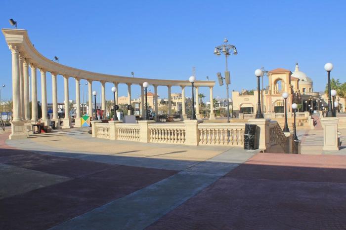 Шарм-эль-Шейх, Полукруглая колоннада на улице Иль- Меркато