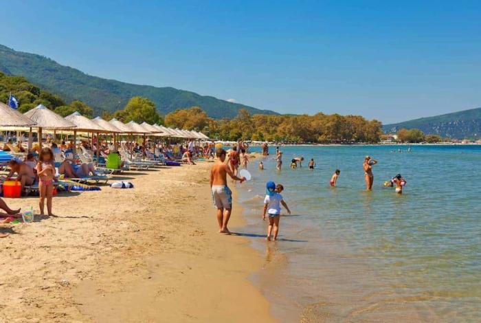 где лучше с ребенком в черногории или в греции