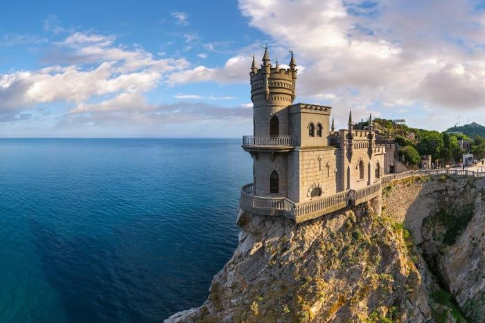 Крым, сказочный замок Ласточкино гнездо