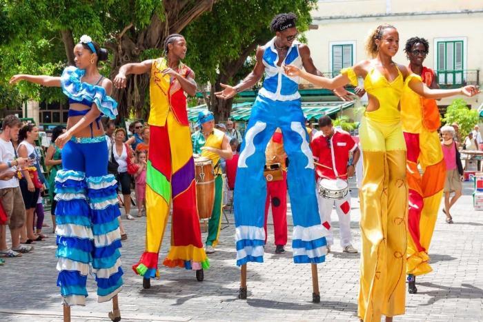 Куба, Посетите международный фестиваль Ромерия-де-Майо