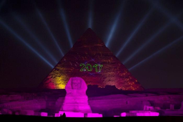 Египет, Новогоднее световое шоу на пирамидах в прошлом году