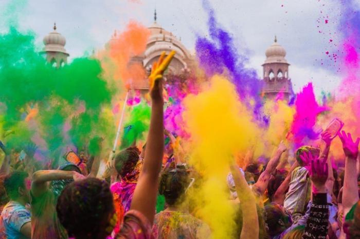 Гоа, Сходите с детьми на фестиваль красок