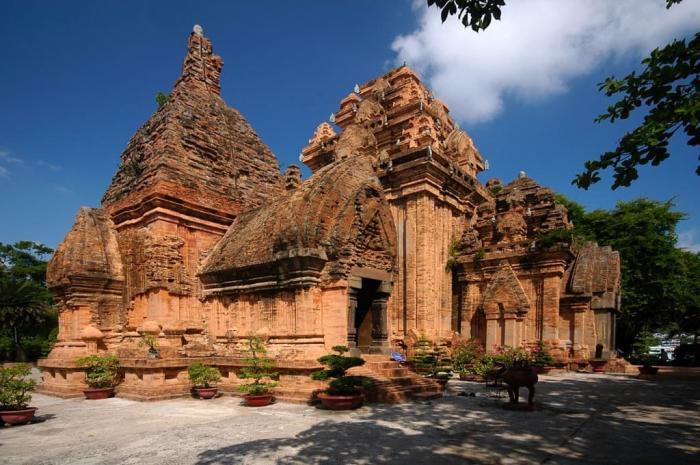 Погода в Нячанге в феврале, Храм