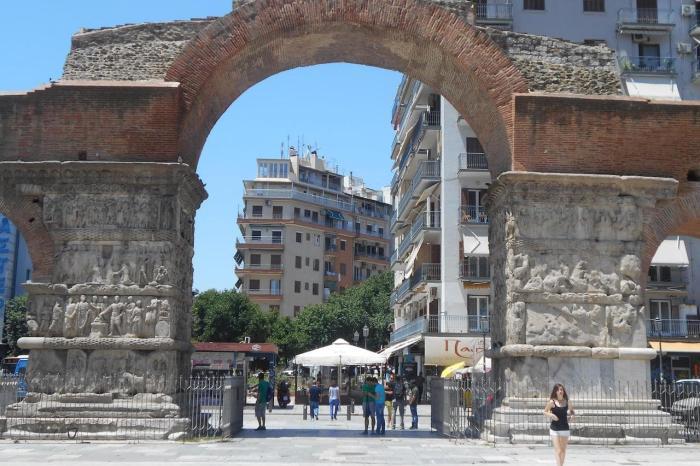 Салоники, Арка и дворец Галерия