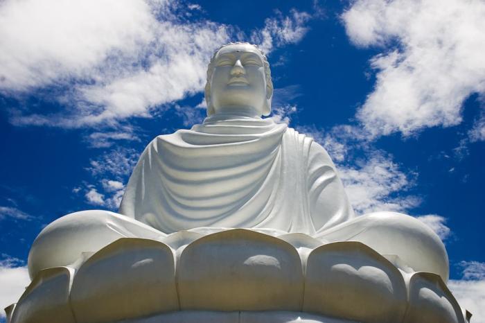 Нячанг, Статуя Будды в Нячанге