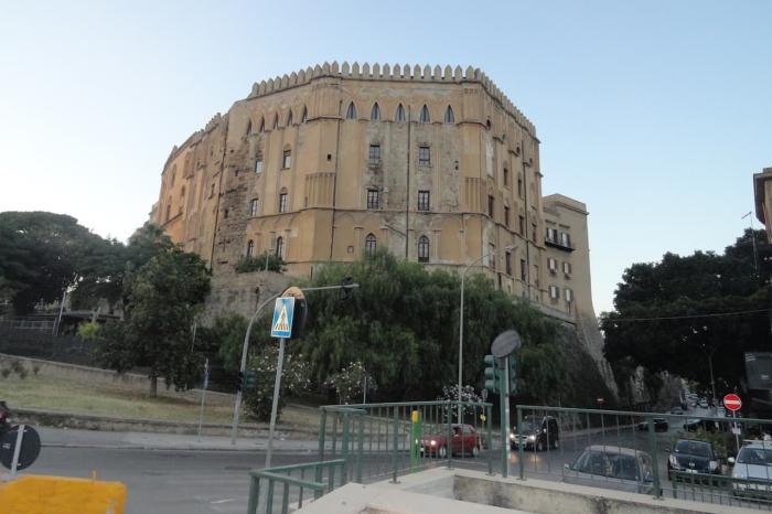 Италия, Палаццо-Норманни