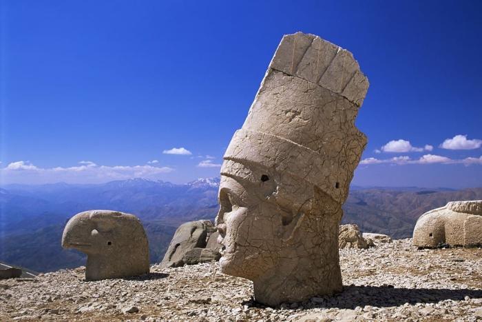 Турция, Статуи на вершине Турецких гор