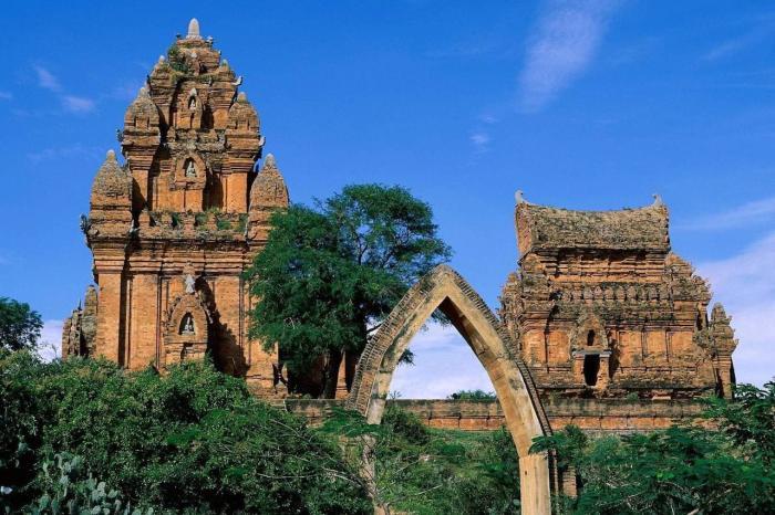 Вьетнам, Древние храмовые комплексы