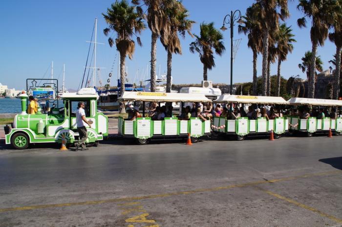 Кос, экскурсия на мини-паровозиках