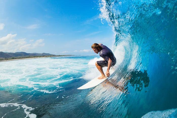Индонезия, Попробуйте поймать волну - займитесь серфингом!