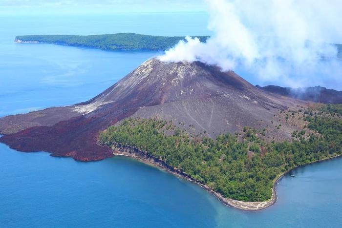 Индонезия, вулкан Кракатау на Острове Суматра