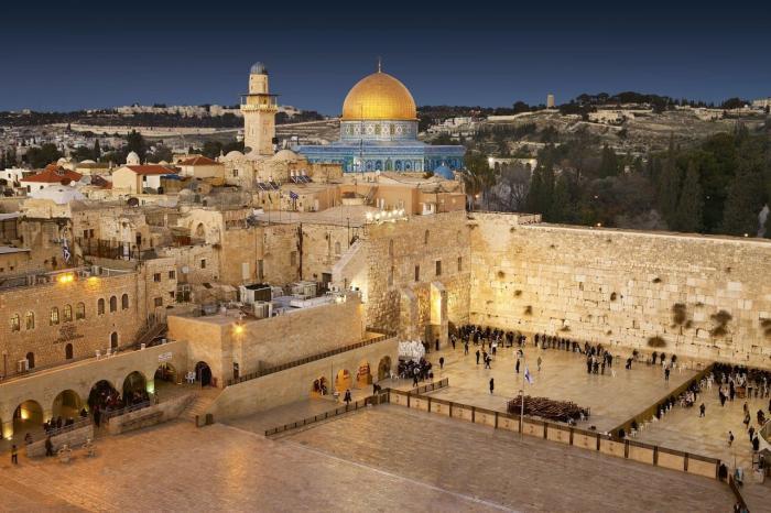 Израиль, знаменитая Стена плача, священное место для верующих