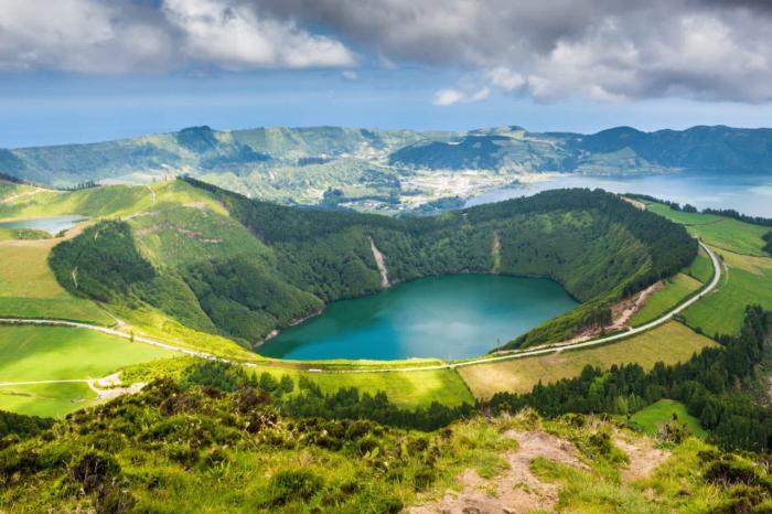 Португалия, Обязательно посмотрите Азорские острова