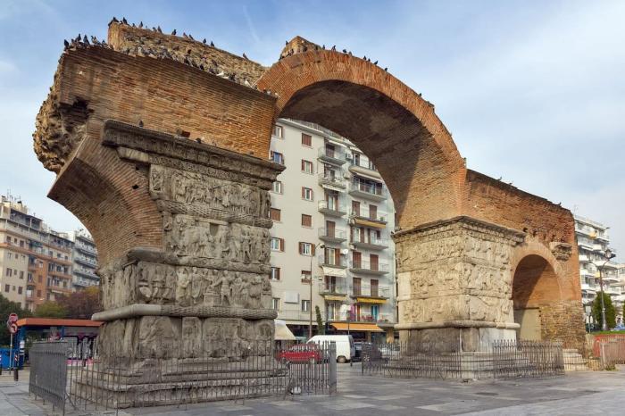 Погода в Салониках в августе - арка Галереи