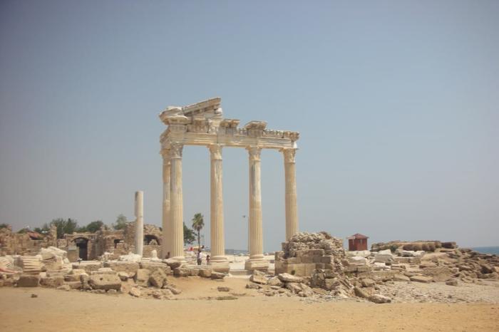 Сиде, Античные руины в Сиде