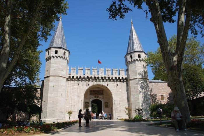 Погода в Стамбуле в январе - Ворота Топкапы