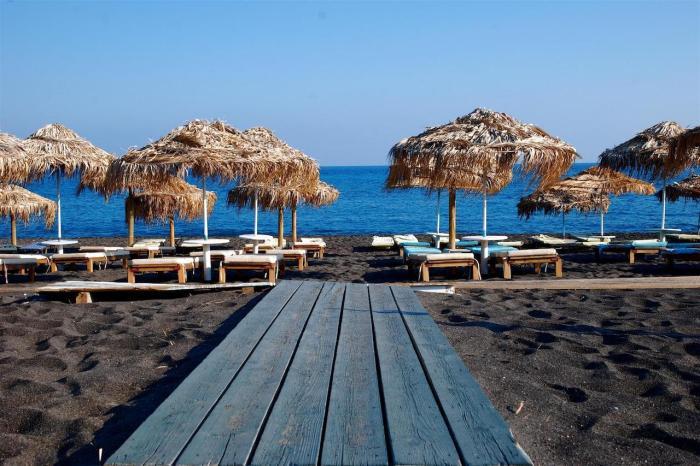 Санторини, Черный пляж в Санторини