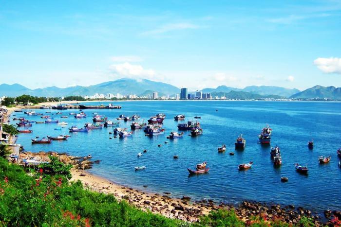 Погода в Нячанге в июне - Рыбацкие лодки в заливе