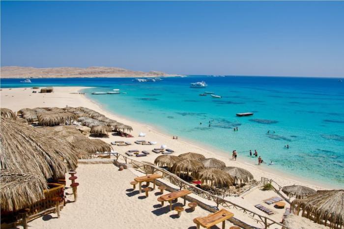 Египет, Хургада больше подойдет для отдыха с детьми, здесь удобный вход в море
