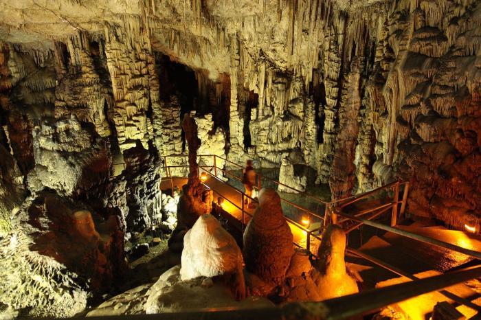 Крит, Диктейская пещера