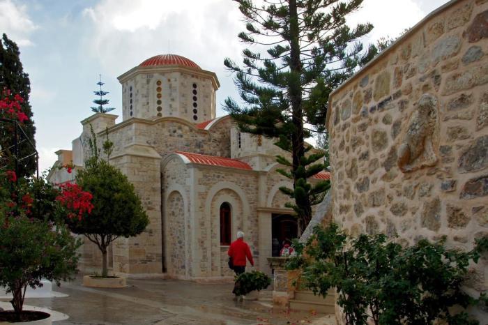 Чем заняться на Крите в октябре, Монастырь Агаратос