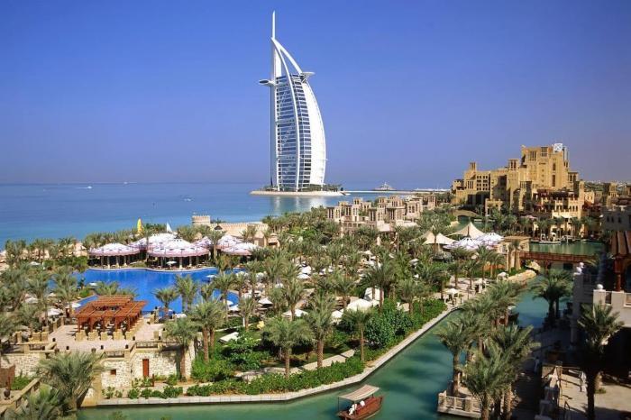 Дубай , Отель Парус