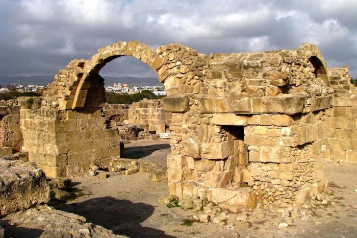 Кипр, Крепость Саранта Колонес в Пафосе