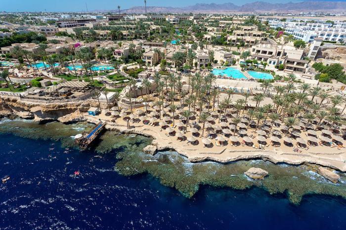Египет, Курорт Шарм-эль-Шейх подойдет любителям дайвинга, вход в воду здесь только с понтонов