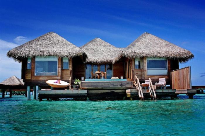 Индонезия, Отели-бунгало прямо на воде