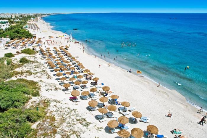 Тунис, Славится своими белоснежными пляжами