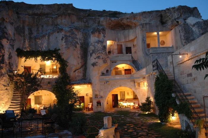 Турция, посетите Каппадокию - здесь город высечен прямо в скалах