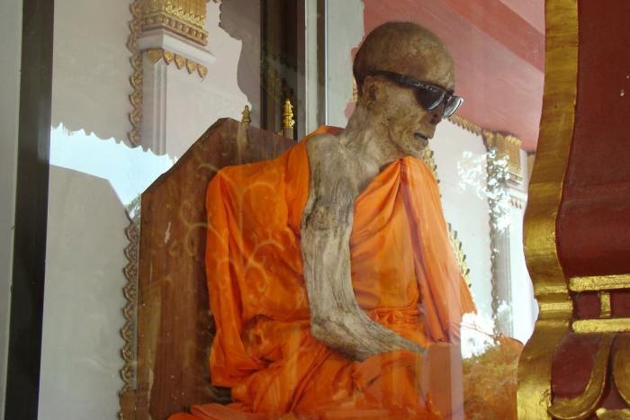 Самуи, Мумия в храме Ват Кунарам