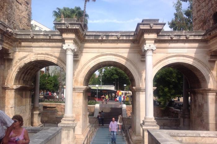 Анталия, Ворота Адриана