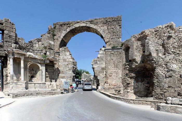 Погода в Сиде в сентябре - Триумфальная арка