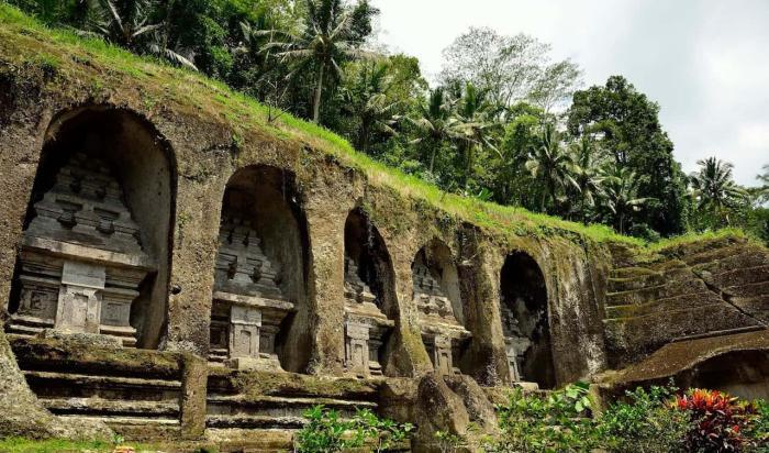 Бали, Королевские гробницы Гунунг Кави